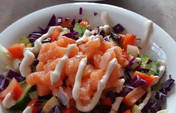 Bol de poke au saumon gravlax express